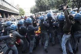 Roma, tensioni fra manifestanti AST Terni e Forze dell 'ordine - VIDEO