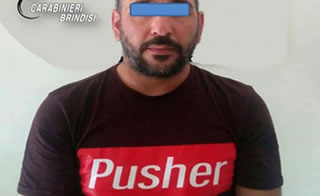 Brindisi: indossava t-shirt con la scritta 'Pusher' Arrestato uno spacciatore